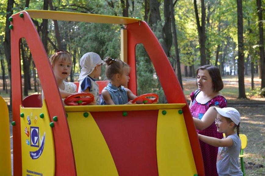 """Компанія """"Реноме"""" подарувала майданчик, для діток з особливими потребами (фото) - фото 2"""