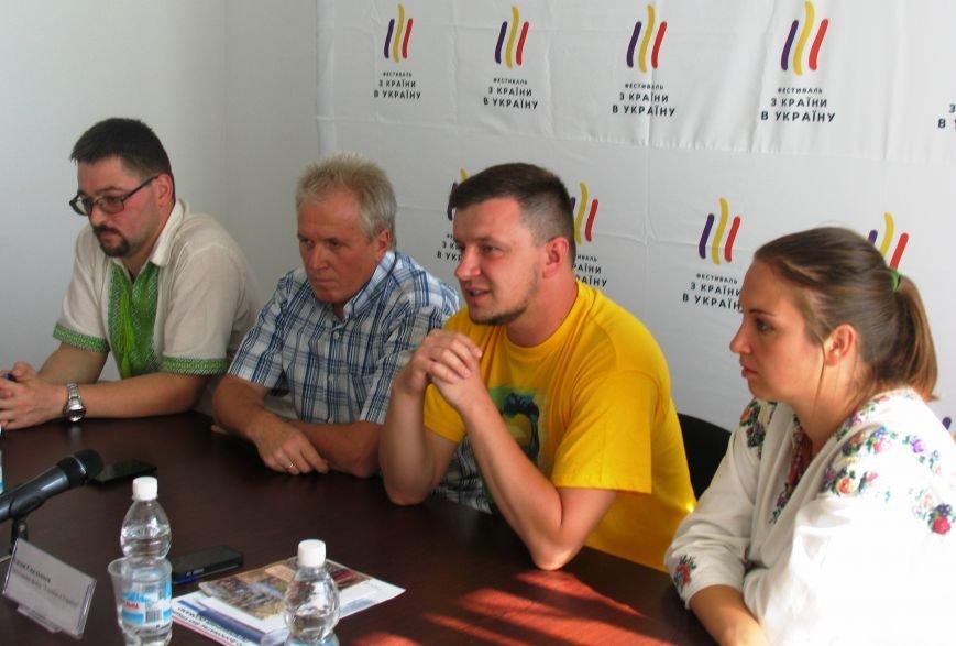 В минувшее воскресенье Никополь накрыла вторая волна Всеукраинского фестиваля «Из страны в Украину», фото-8