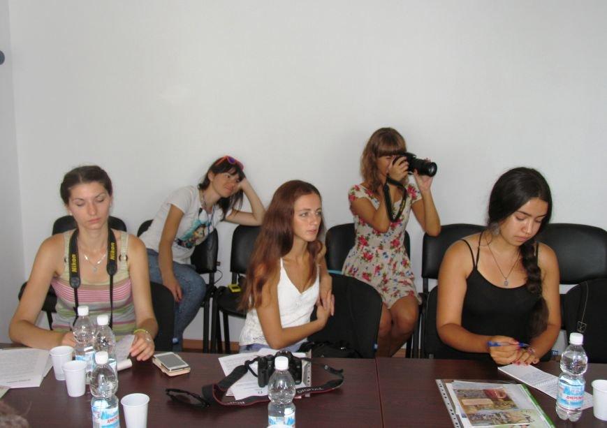 В минувшее воскресенье Никополь накрыла вторая волна Всеукраинского фестиваля «Из страны в Украину», фото-5