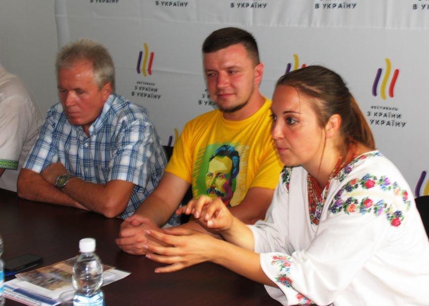 В минувшее воскресенье Никополь накрыла вторая волна Всеукраинского фестиваля «Из страны в Украину», фото-7