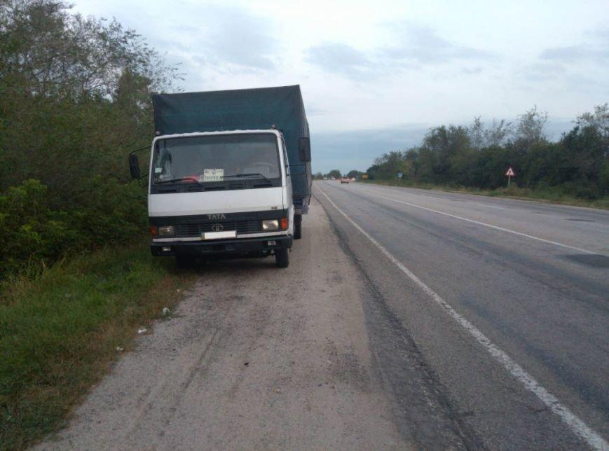 На запорожской трассе грузовик столкнулся с легковушкой, - погиб пассажир (ФОТО), фото-4