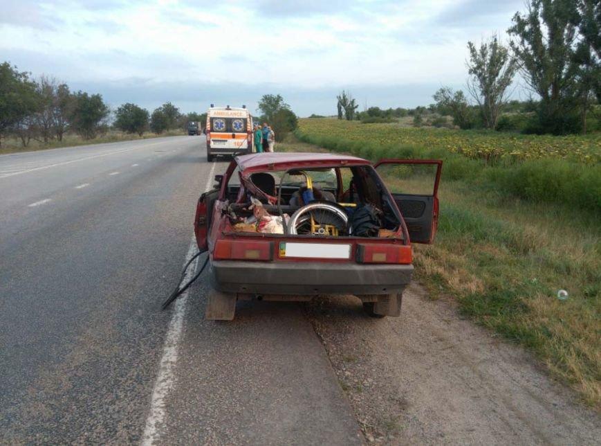 На запорожской трассе грузовик столкнулся с легковушкой, - погиб пассажир (ФОТО), фото-2