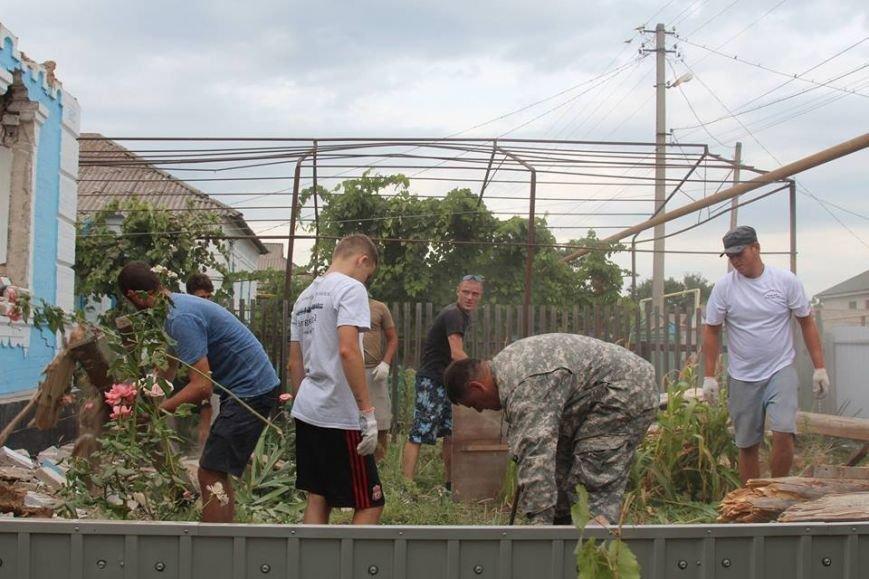 Не дожидаясь помощи властей, мариупольцы начали разбирать завалы в Сартане (ФОТО), фото-17