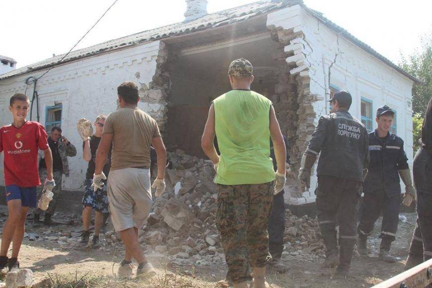 Не дожидаясь помощи властей, мариупольцы начали разбирать завалы в Сартане (ФОТО), фото-16