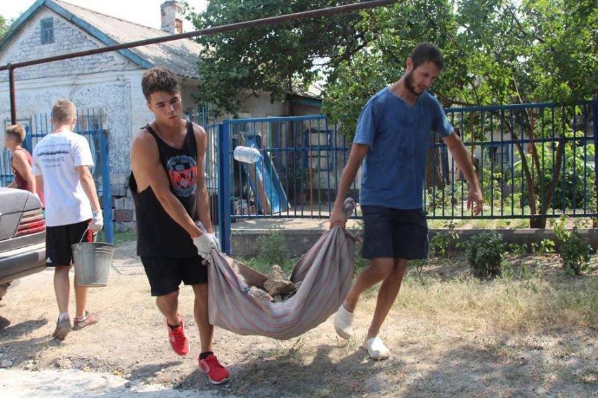 Не дожидаясь помощи властей, мариупольцы начали разбирать завалы в Сартане (ФОТО), фото-13