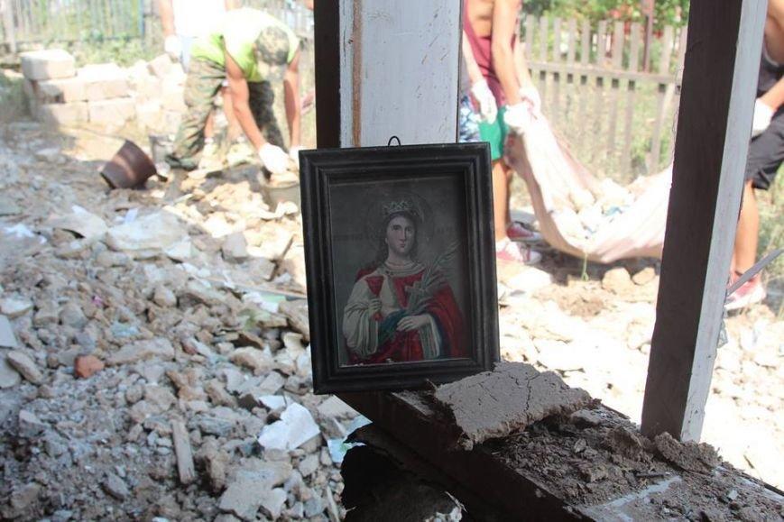 Не дожидаясь помощи властей, мариупольцы начали разбирать завалы в Сартане (ФОТО), фото-19