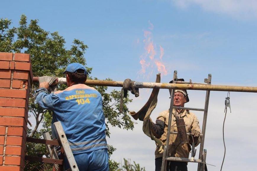 Не дожидаясь помощи властей, мариупольцы начали разбирать завалы в Сартане (ФОТО), фото-10