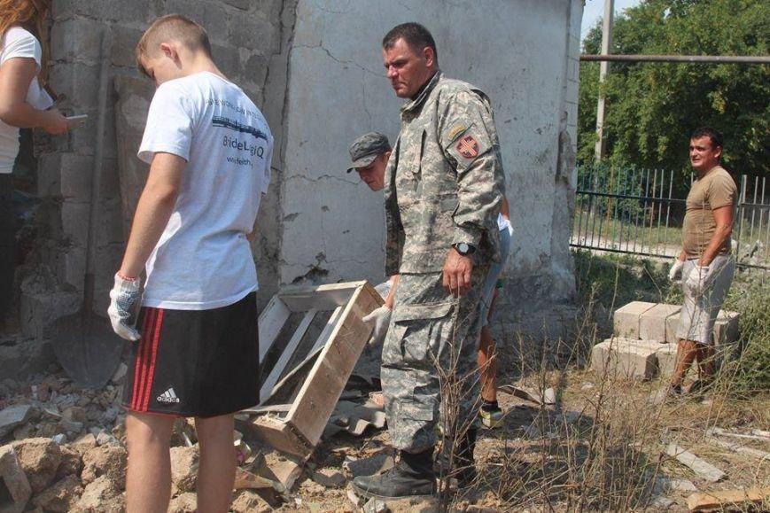 Не дожидаясь помощи властей, мариупольцы начали разбирать завалы в Сартане (ФОТО), фото-9