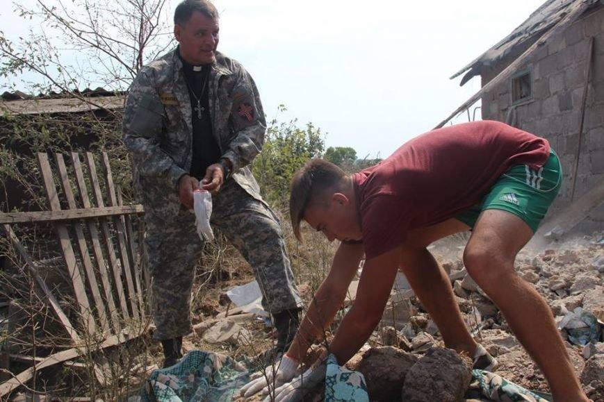 Не дожидаясь помощи властей, мариупольцы начали разбирать завалы в Сартане (ФОТО), фото-11