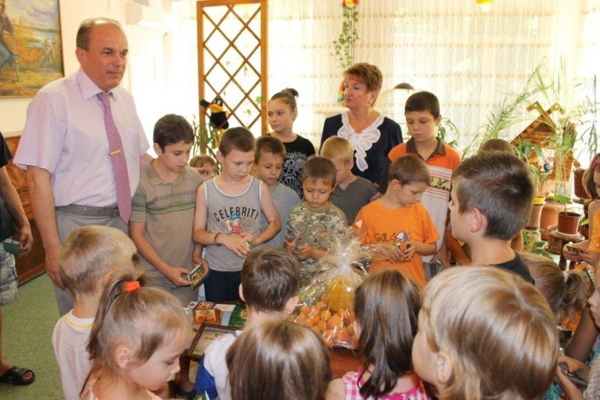 К Яблочному Спасу воспитанники«Центра опеки» получили вкусные подарки от шефов (фото) - фото 1