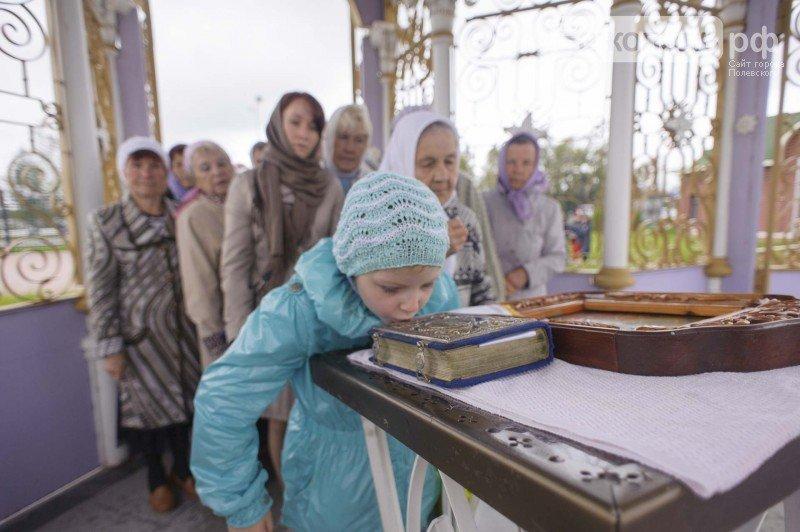 Крестный ход пришел на территорию трубного завода в Полевском. Фотофакт (фото) - фото 1