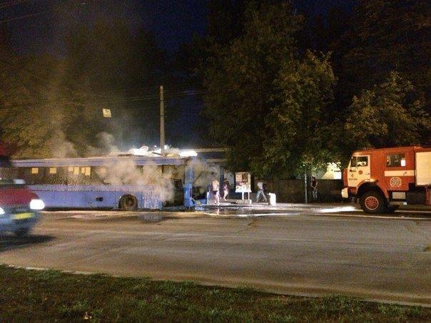 В Полтаві під час руху загорівся рейсовий автобус з пасажирами. Фото (фото) - фото 2