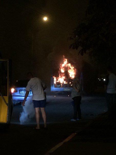 В Полтаві під час руху загорівся рейсовий автобус з пасажирами. Фото (фото) - фото 1