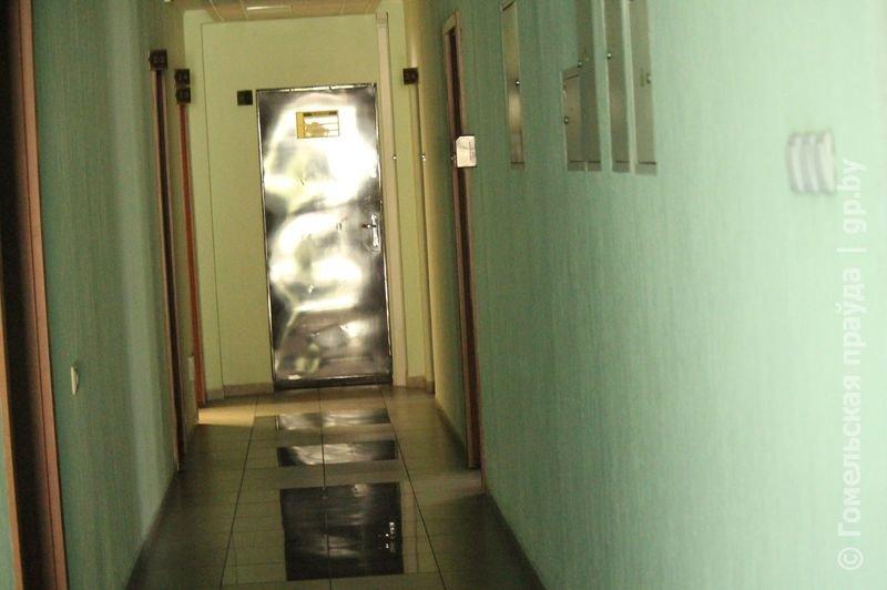 Задушили или просто забыли спящего грудничка в пустой квартире, уйдя на полгода бродяжничать?  Источник: http://gp.by © Правда Гомель (фото) - фото 1