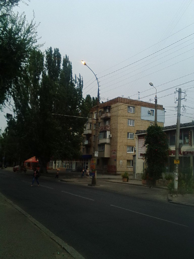 В Николаеве ночные фонари во всю светят днем (ФОТОФАКТ), фото-1