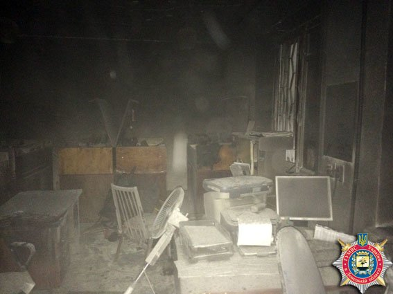 В Донецкой области подожгли военкомат )ФОТО) (фото) - фото 2