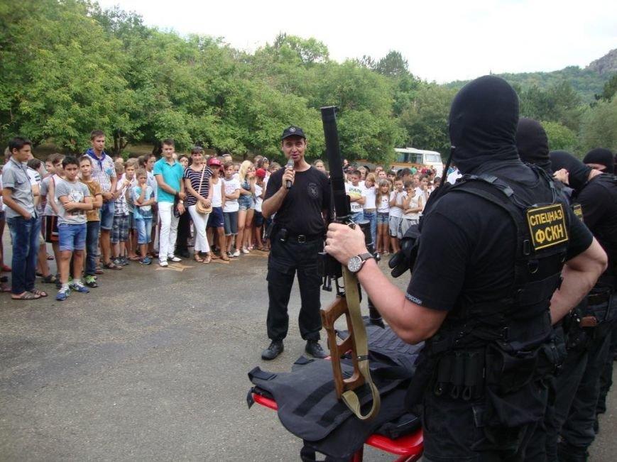 В детском лагере под Судаком спецназовцы со стрельбой и погоней задержали автомобиль нарушителей (ФОТО) (фото) - фото 4