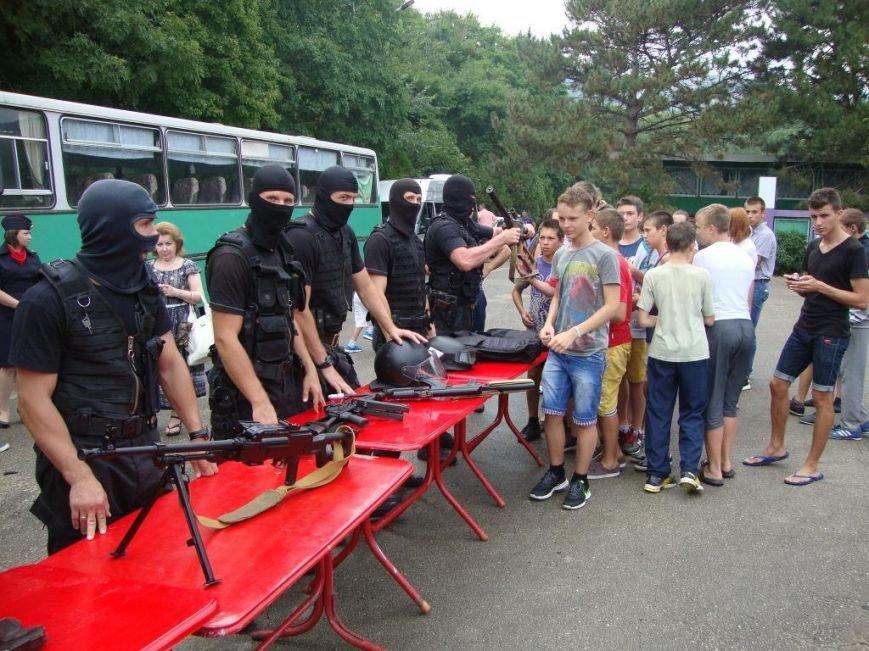 В детском лагере под Судаком спецназовцы со стрельбой и погоней задержали автомобиль нарушителей (ФОТО) (фото) - фото 5