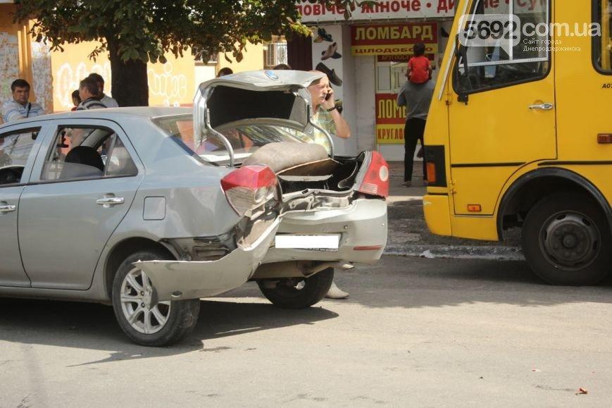 В Днепродзержинске на проспекте Ленина произошло ДТП (фото) - фото 2