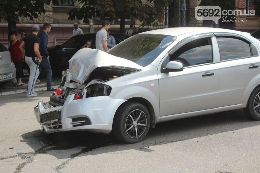 В Днепродзержинске на проспекте Ленина произошло ДТП (фото) - фото 3