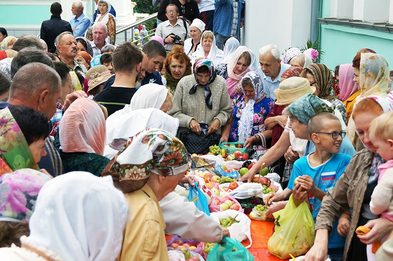 В православный праздник Преображения Господня по улицам Белгорода пронесли мощи святителя Иоасафа (фото) - фото 1