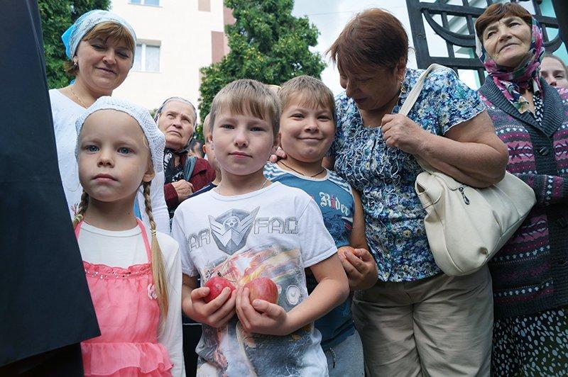 В православный праздник Преображения Господня по улицам Белгорода пронесли мощи святителя Иоасафа (фото) - фото 2