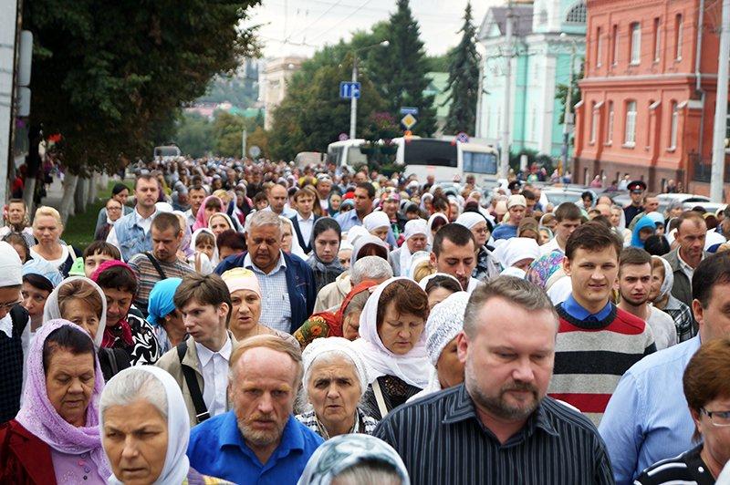 В православный праздник Преображения Господня по улицам Белгорода пронесли мощи святителя Иоасафа (фото) - фото 5