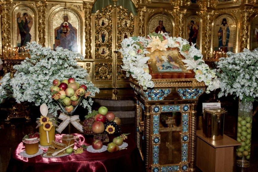 Верующие Приазовья в Свято-Покровском храме с.Боевое славили великое чудо Преображения (фото) - фото 1