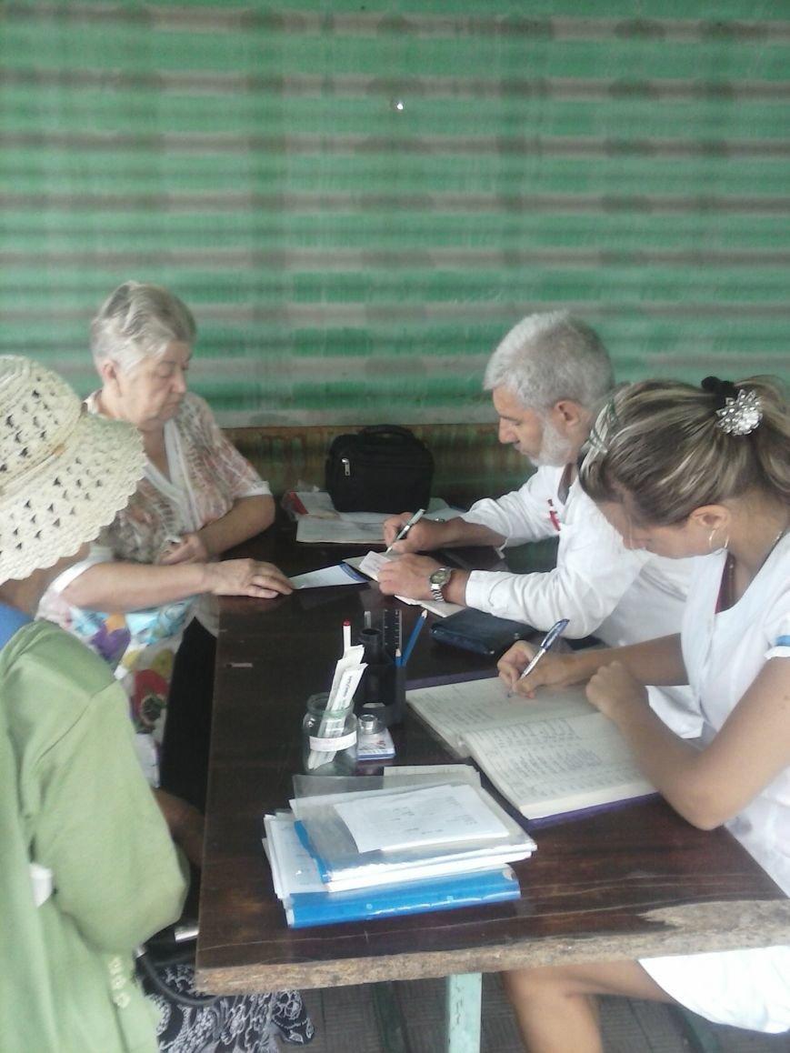 В течении трех часов в Часов Яре работала мобильная амбулатория (фото) - фото 1