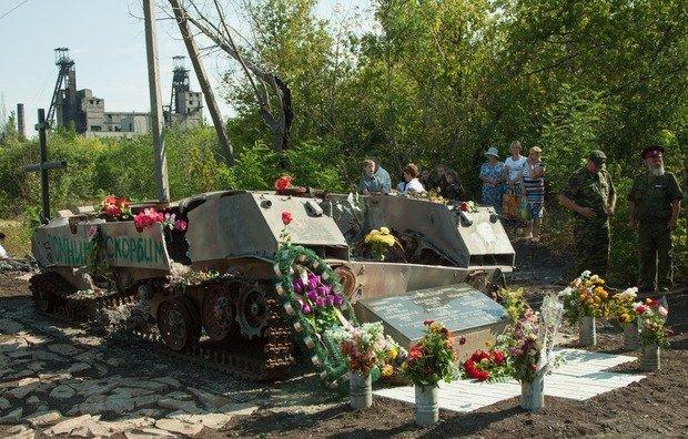 В «ЛНР» подбитую ВМД превратили в мемориал (ФОТОФАКТ), фото-1