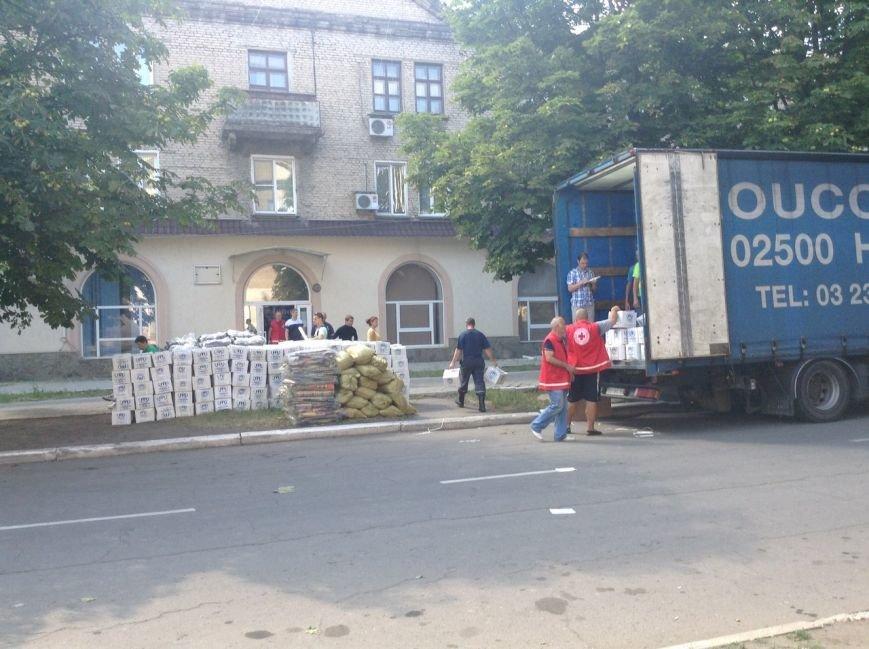 В Красноармейск прибыл гуманитарный груз от ООН для вынужденных переселенцев (фото) - фото 1