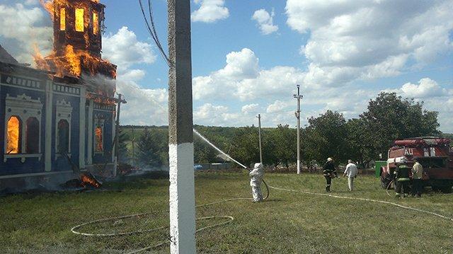 Церковь на Николаевщине сгорела дотла после торжественного богослужения (ФОТО) (фото) - фото 2