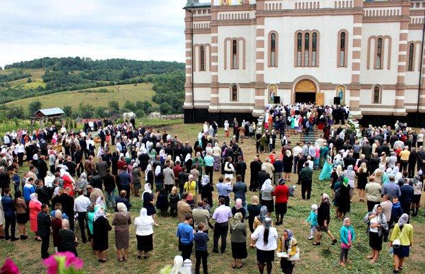 Митрополит Онуфрій відвідав хутір Слатино на Буковині (фото) - фото 11