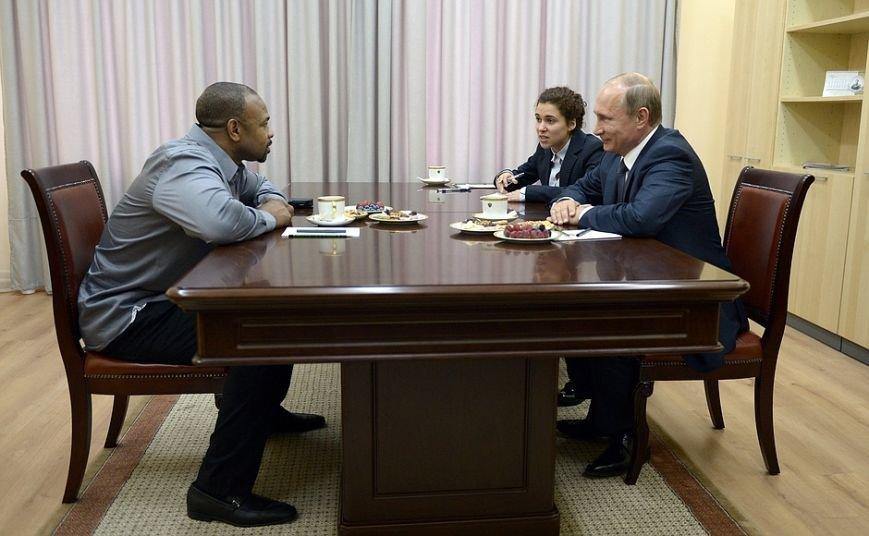 Известный американский боксер в Крыму попросил Путина оформить ему российское гражданство (ФОТО, ВИДЕО) (фото) - фото 1