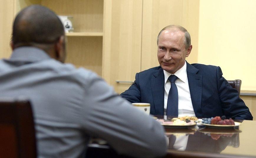 Известный американский боксер в Крыму попросил Путина оформить ему российское гражданство (ФОТО, ВИДЕО) (фото) - фото 2
