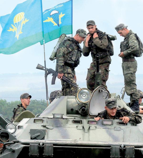 «Профессор» из николаевской аэромобилки защищает покой украинцев на «передовой» под Мариуполем (фото) - фото 2