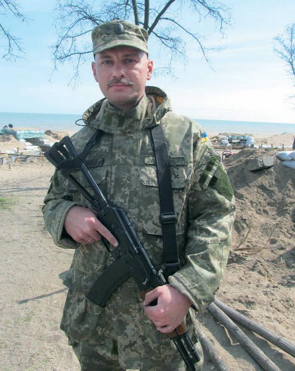 «Профессор» из николаевской аэромобилки защищает покой украинцев на «передовой» под Мариуполем (фото) - фото 1