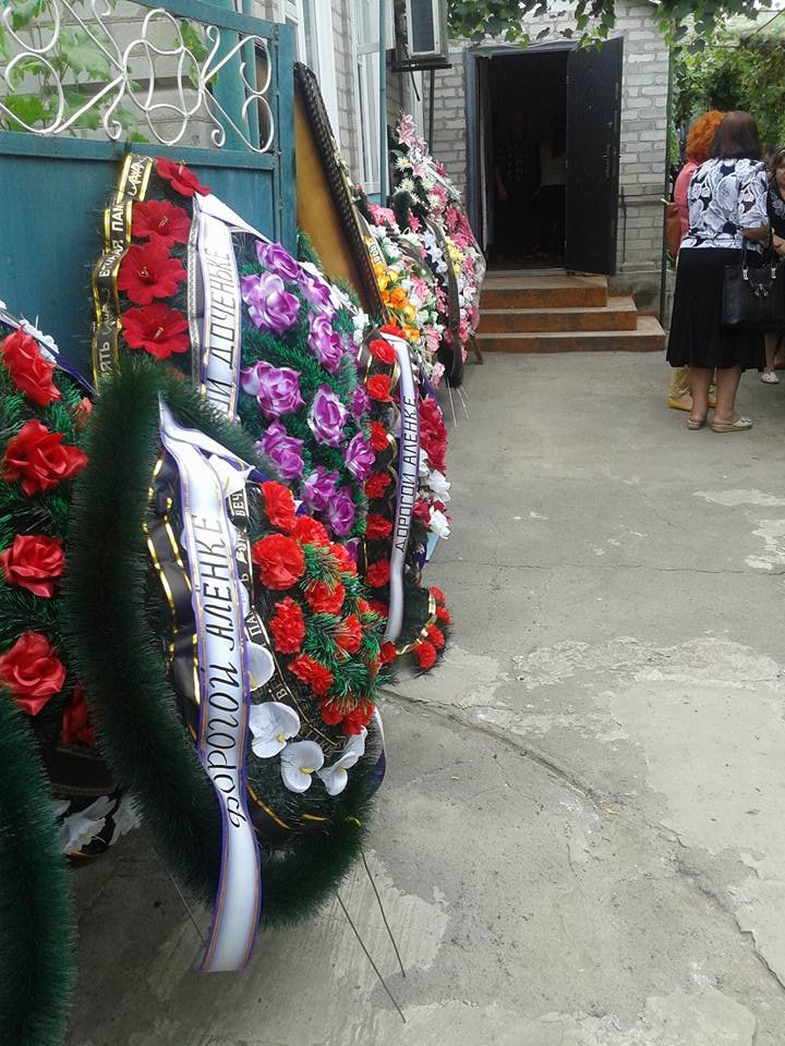 В Сартане похоронили женщину, погибшую в результате обстрела (ФОТО), фото-4