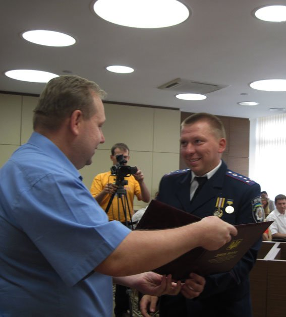 Яценюк наградил двух запорожских участковых (фото) - фото 1