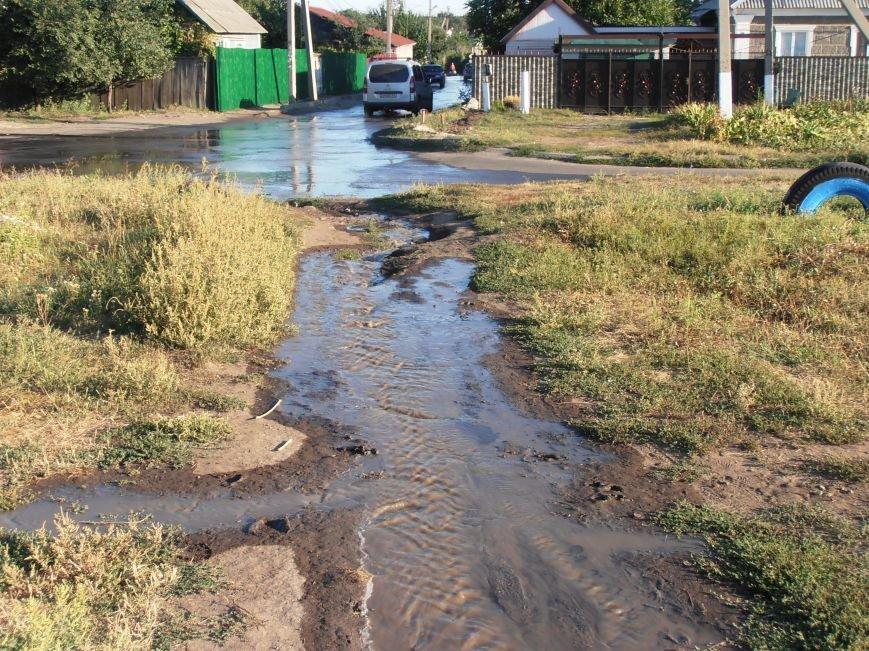 «Пройти нельзя, переплыть не на чем», - жители Димитрова о потоках воды на улицах города (фото) - фото 2