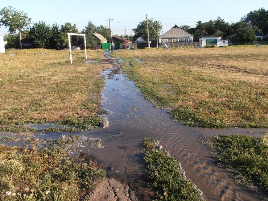 «Пройти нельзя, переплыть не на чем», - жители Димитрова о потоках воды на улицах города (фото) - фото 4