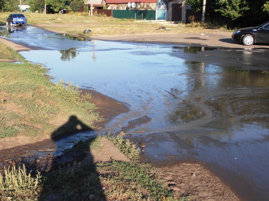 «Пройти нельзя, переплыть не на чем», - жители Димитрова о потоках воды на улицах города (фото) - фото 1