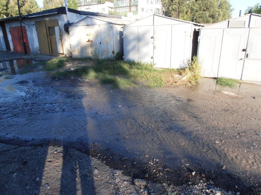 «Пройти нельзя, переплыть не на чем», - жители Димитрова о потоках воды на улицах города (фото) - фото 3