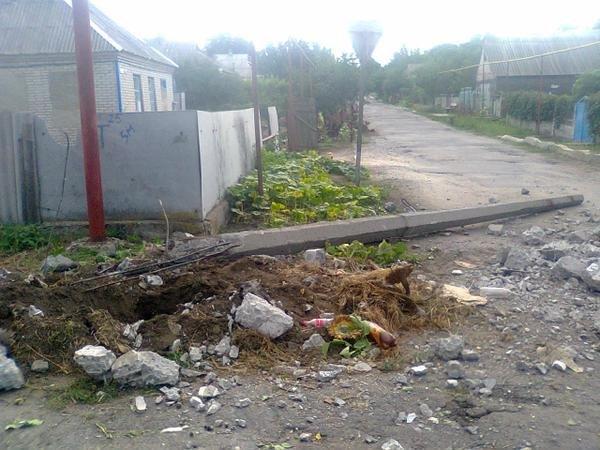 Боевики «ДНР» снесли в Донецкой области стоящий мирно столб (ФОТОФАКТ) (фото) - фото 2