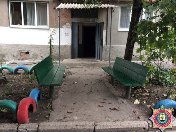 В Красноармейске словесный конфликт закончился пьяной дракой и больницей (фото) - фото 1