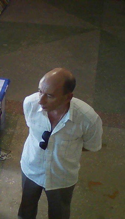 Милиция Днепродзержинска ищет мошенника, который оставил магазин без ноутбука, фото-4