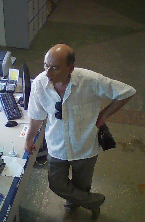 Милиция Днепродзержинска ищет мошенника, который оставил магазин без ноутбука, фото-3