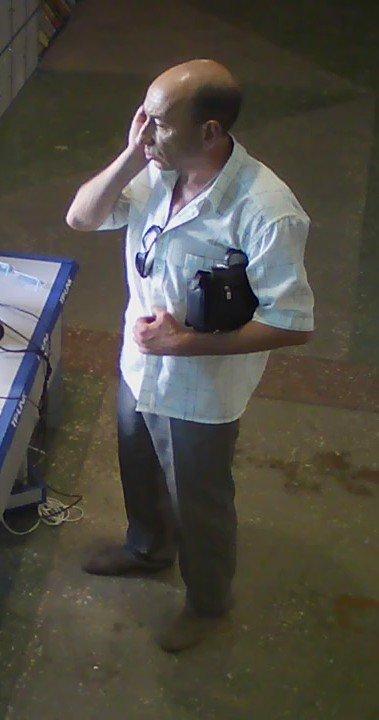 Милиция Днепродзержинска ищет мошенника, который оставил магазин без ноутбука, фото-2