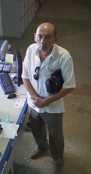 Милиция Днепродзержинска ищет мошенника, который оставил магазин без ноутбука, фото-1