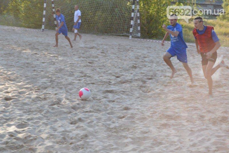 В Днепродзержинске ко Дню независимости провели турнир по пляжному футболу, фото-1
